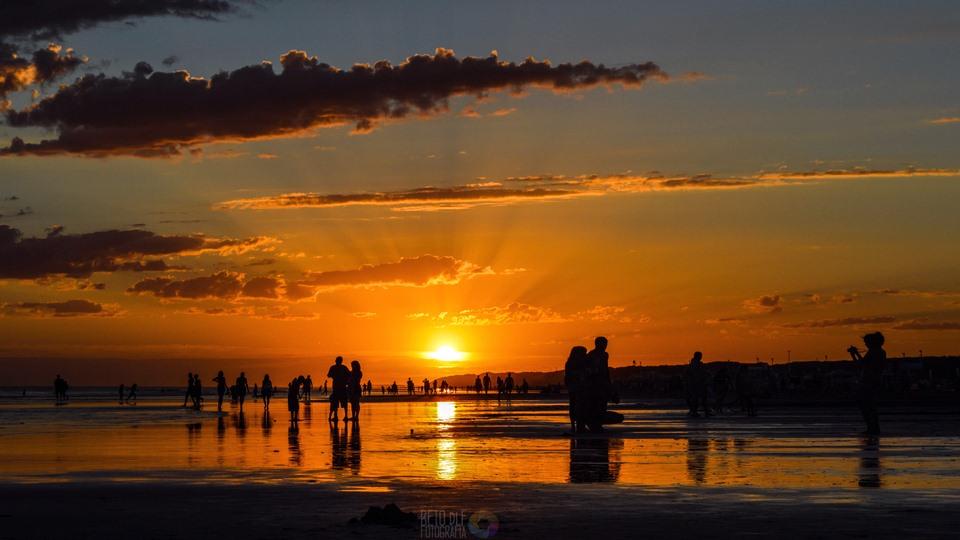 Atardecer en la hermosa playa de Necochea
